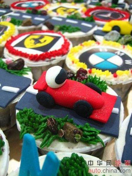 http://de.acidcow.com/pics/20090903/pics/6/car_cakes_02.jpg