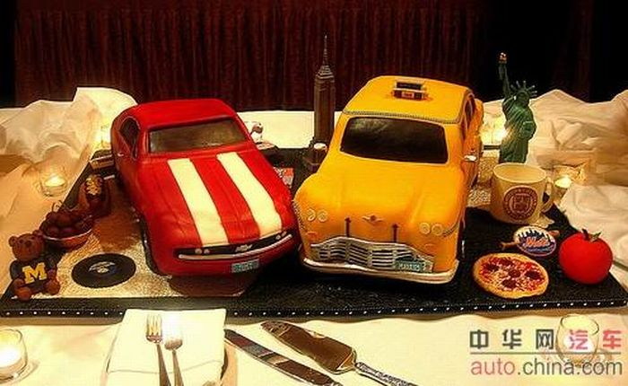 http://de.acidcow.com/pics/20090903/pics/6/car_cakes_04.jpg