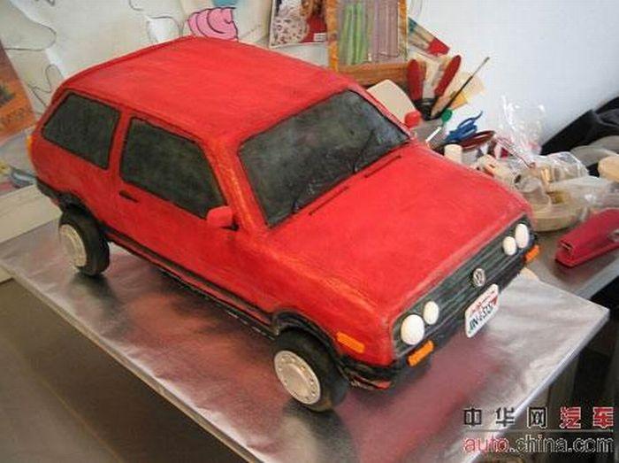 http://de.acidcow.com/pics/20090903/pics/6/car_cakes_09.jpg