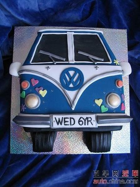 http://de.acidcow.com/pics/20090903/pics/6/car_cakes_12.jpg