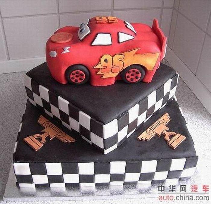http://de.acidcow.com/pics/20090903/pics/6/car_cakes_18.jpg