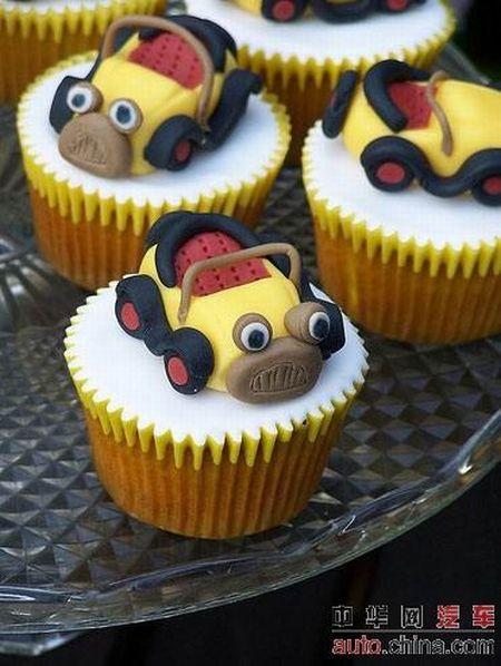 http://de.acidcow.com/pics/20090903/pics/6/car_cakes_22.jpg
