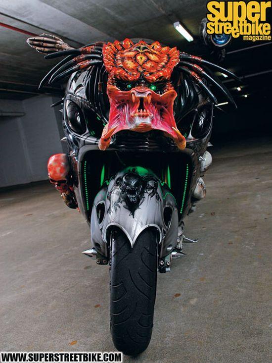 http://de.acidcow.com/pics/20091211/predator_bike_02.jpg