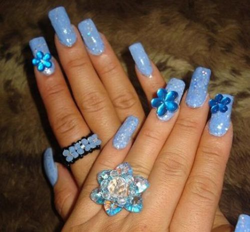 http://de.acidcow.com/pics/20091224/beautiful_nails_06.jpg