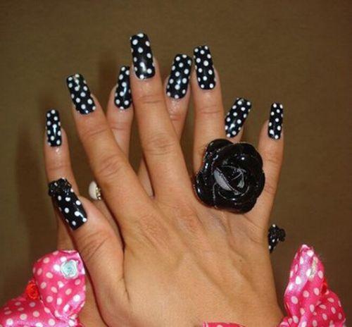 http://de.acidcow.com/pics/20091224/beautiful_nails_11.jpg