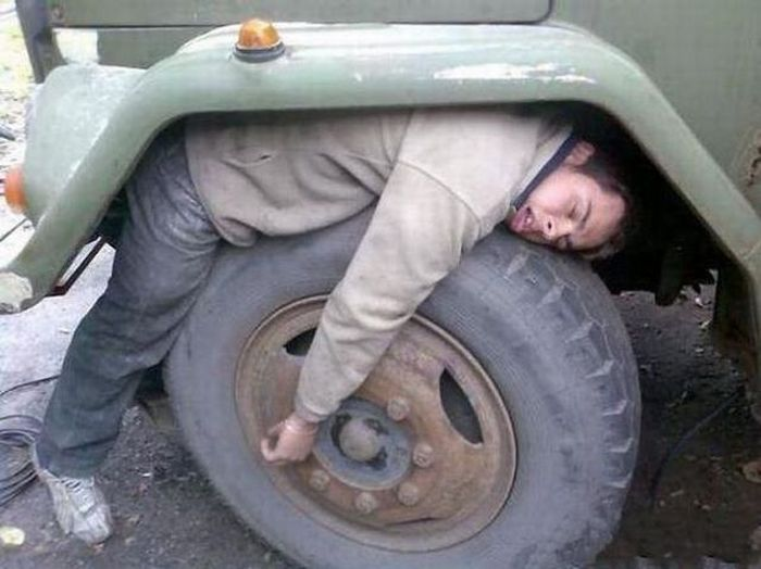 @^\`|-è_ç(-________ People_can_sleep_anywhere_05