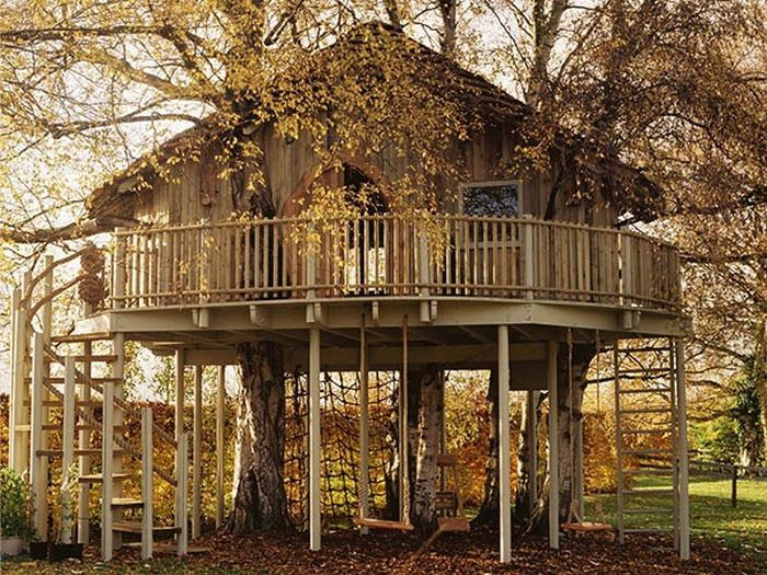 20 incredible tree houses from around the world ginva. Black Bedroom Furniture Sets. Home Design Ideas