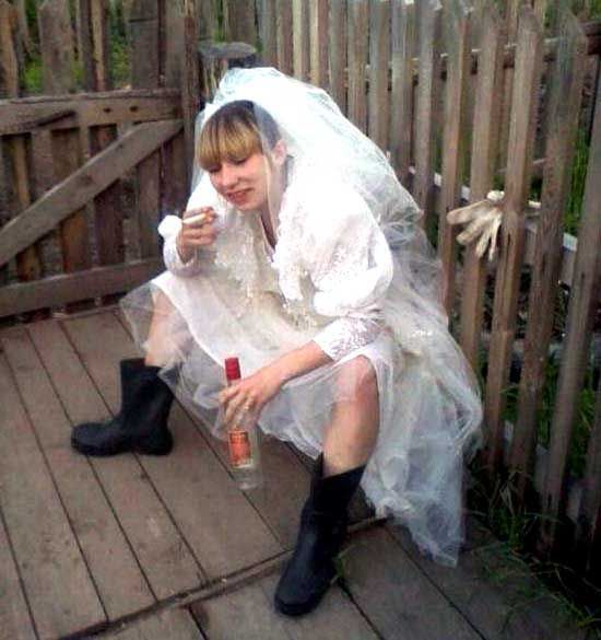 http://de.acidcow.com/pics/20120618/brides_that_drank_too_much_25.jpg